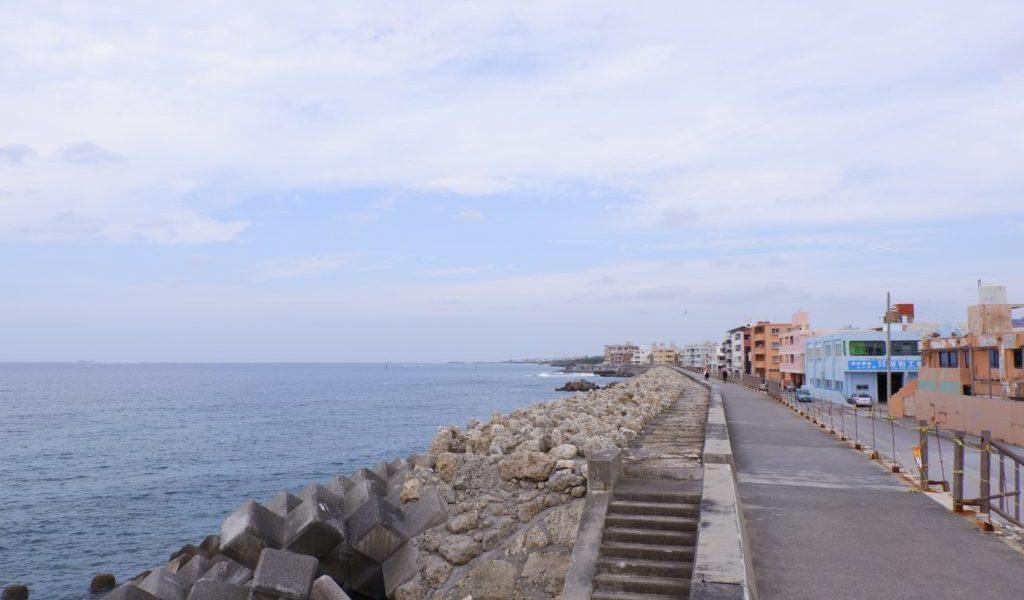 海浜公園の堤防から眺める東シナ海