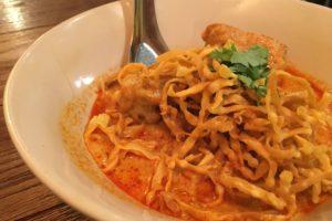 チェンマイの郷土料理カオソーイ