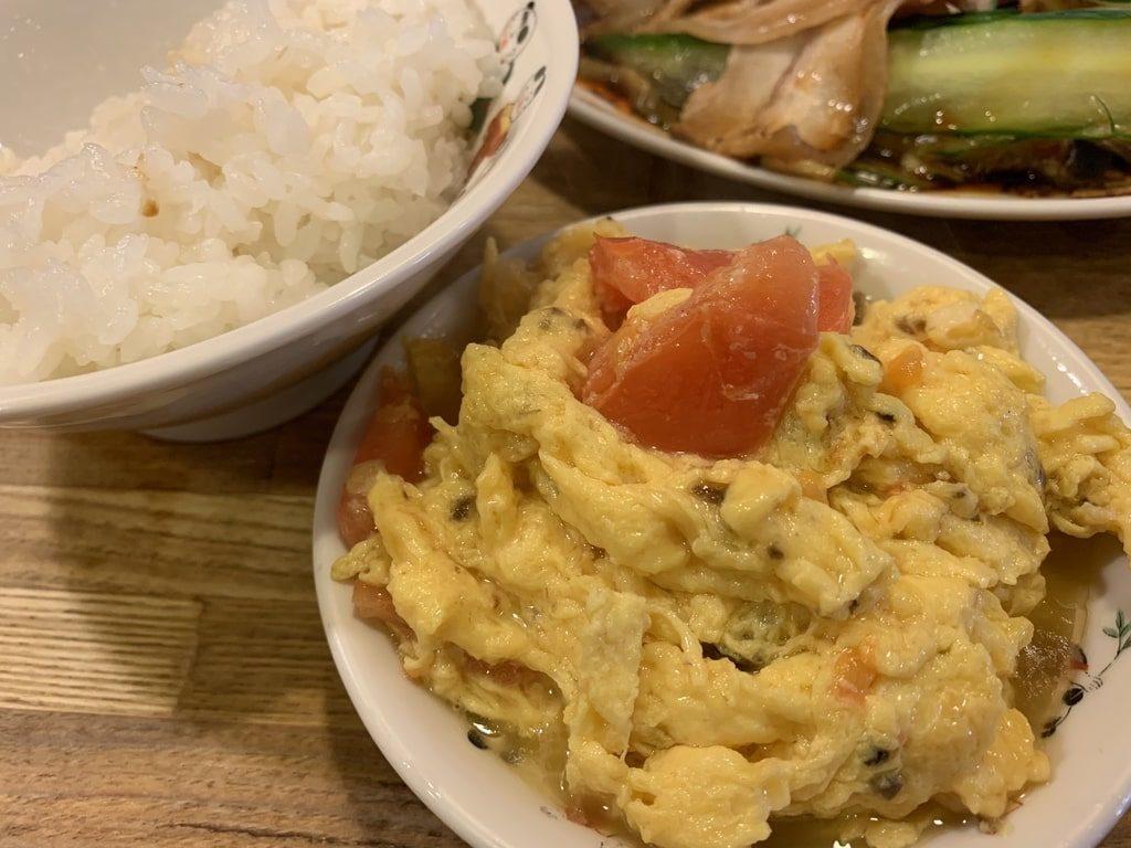 駱駝の卵とトマトの炒め物