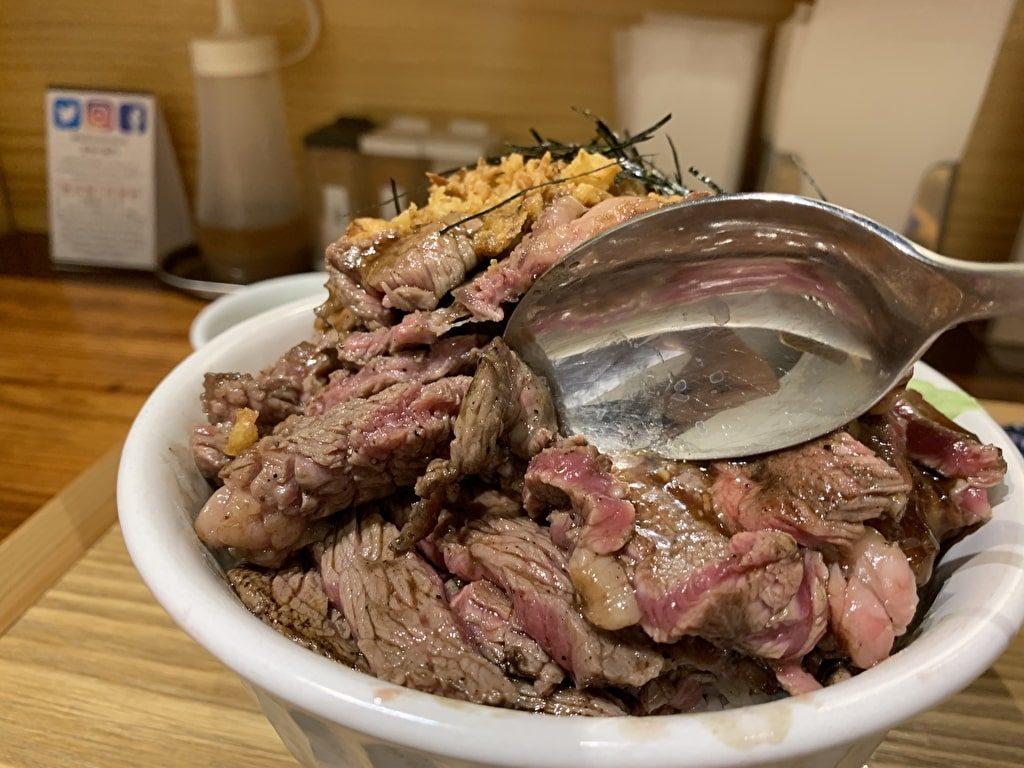 食堂-肉左衛門の俺のステーキ丼-肉の量