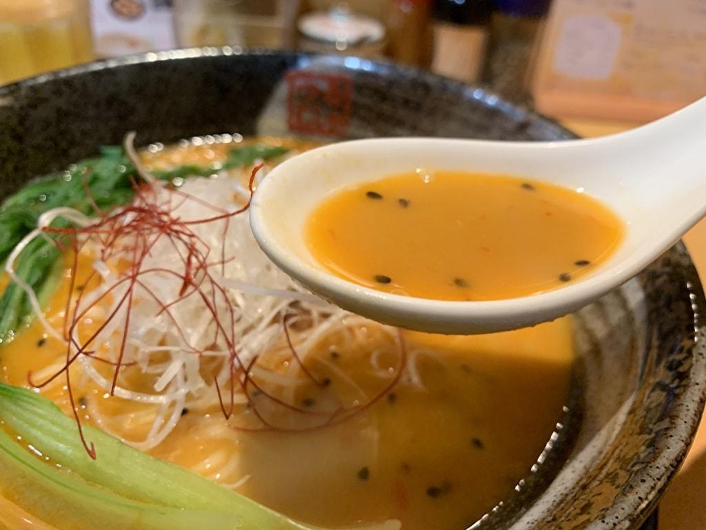 らーめん鶴武者のドゥーブル担々麺スープ