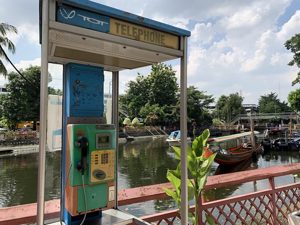 Teléfono público cerca de Wat Pak Nam