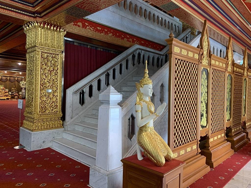 Wat Pak Nam 2do piso escaleras