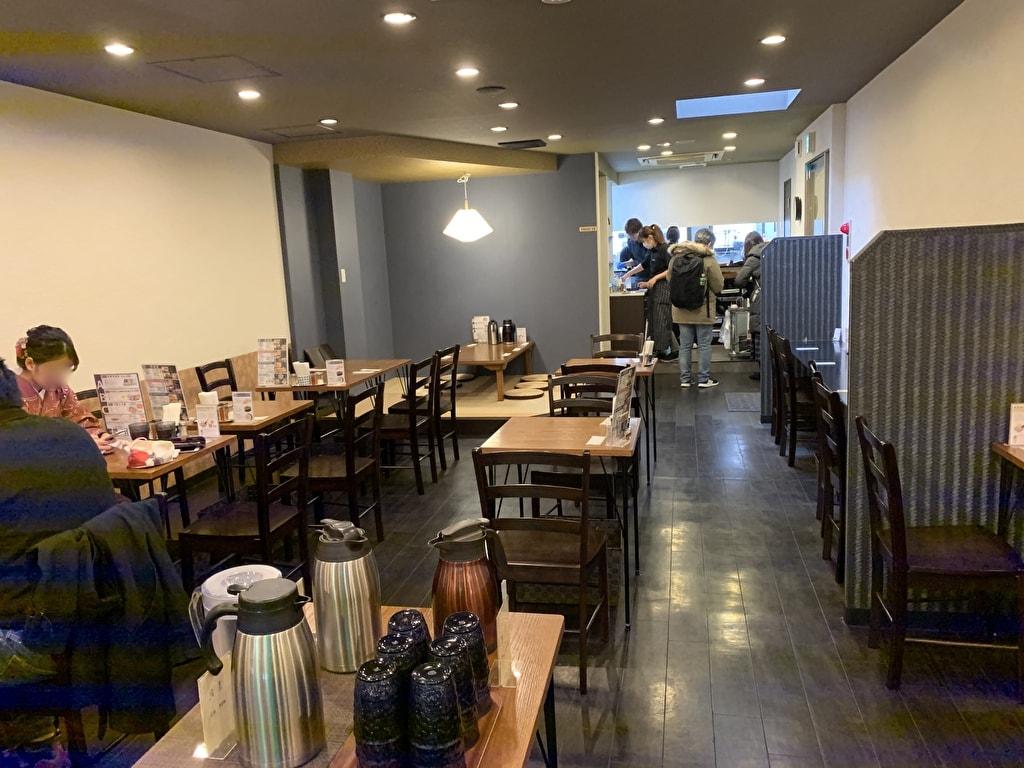 佰食屋肉寿司専科の店内