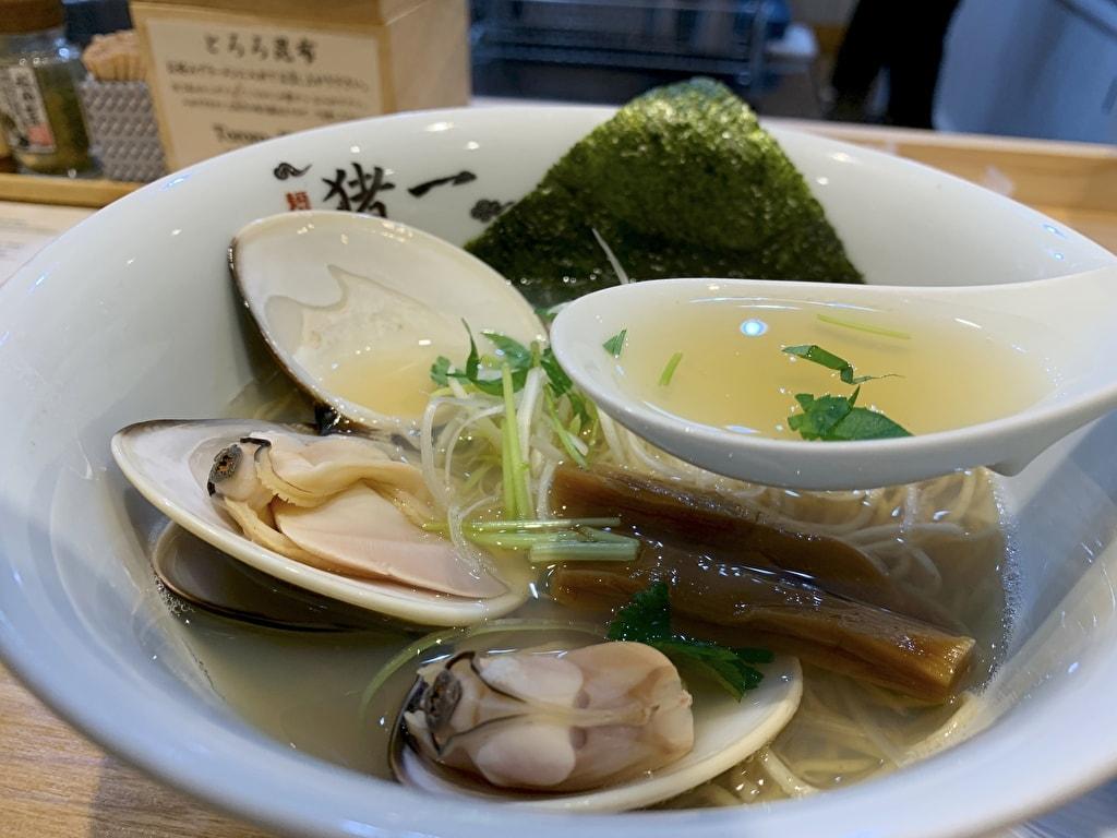 麺屋猪一の九十九里浜産蛤貝出汁そばスープ