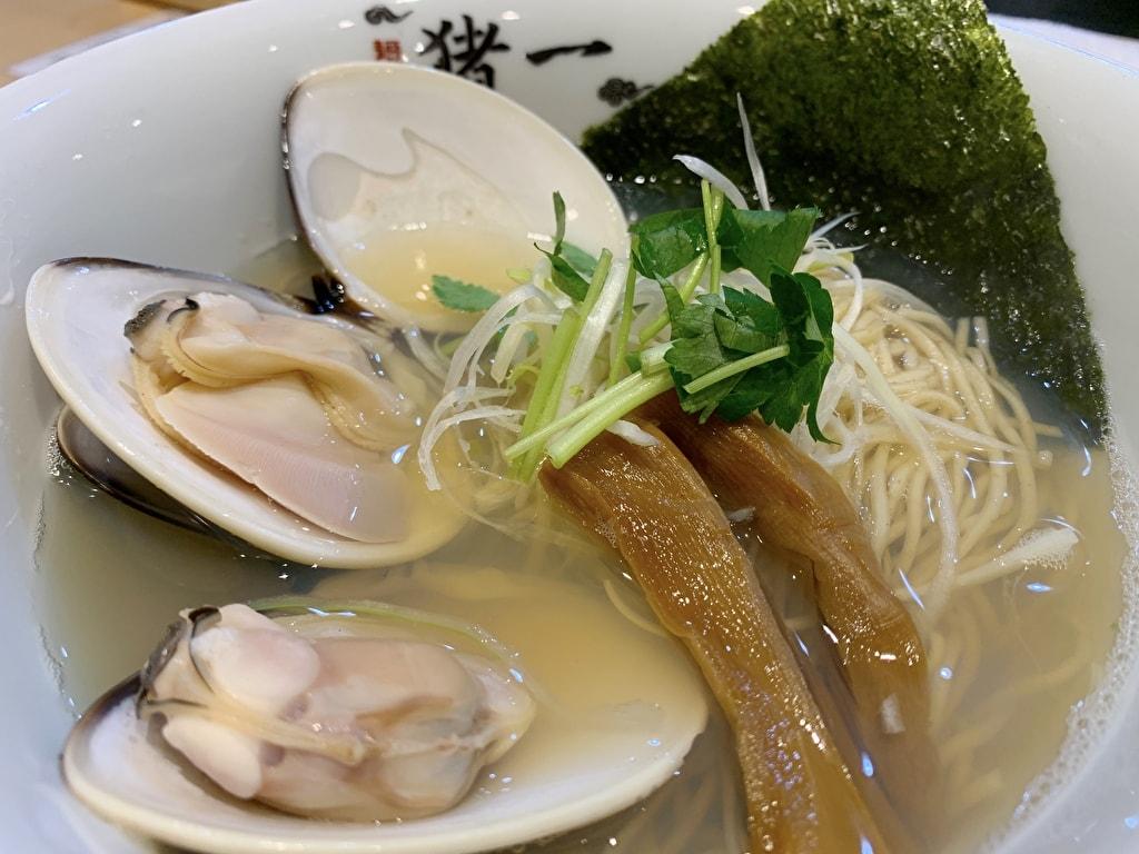 麺屋猪一の九十九里浜産蛤貝出汁そば近影
