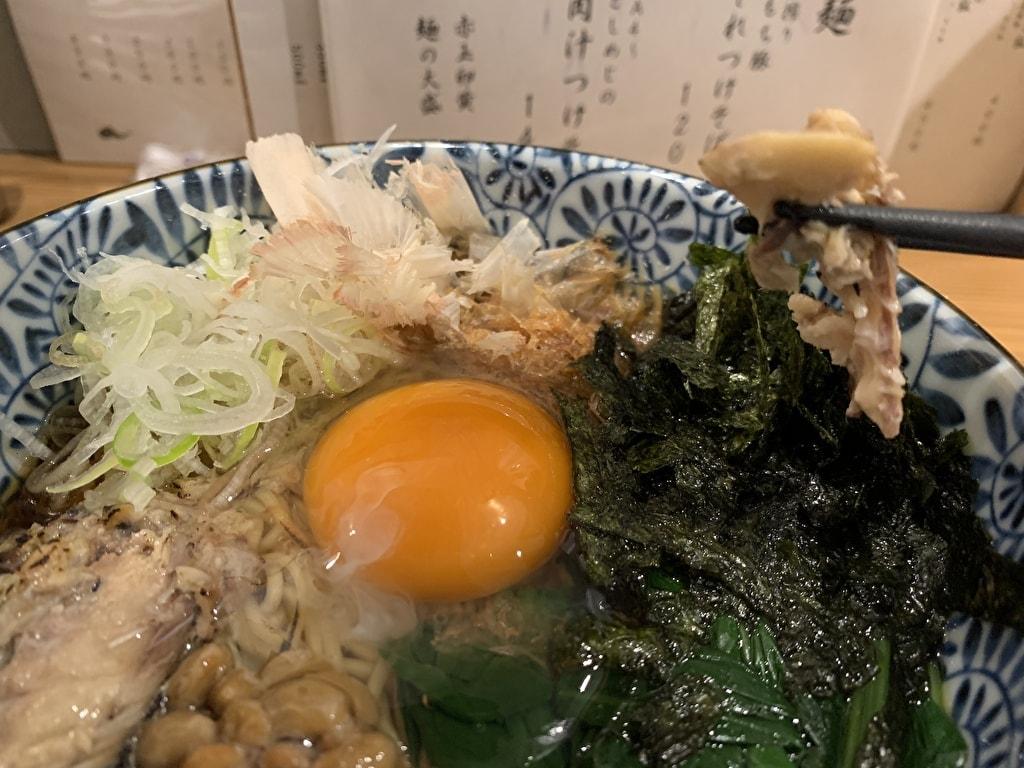 麺屋 猪一 離れの京ひっぱり出汁そばの炙り鯖の水煮