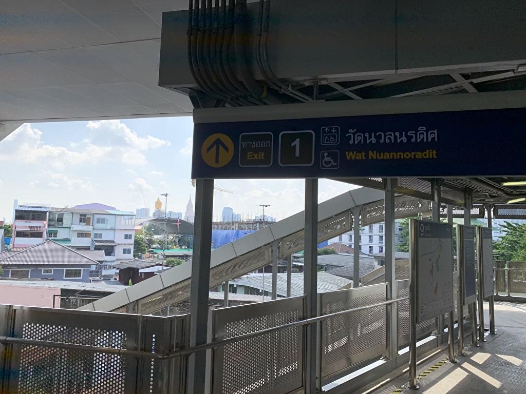 Bang Phai駅の1番出口