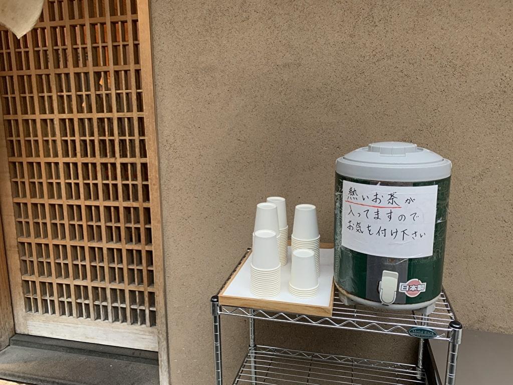 つじ半日本橋店サービスのお茶