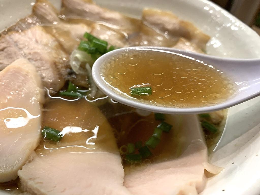 麺処 鶏谷の鰹出汁豚そばスープ