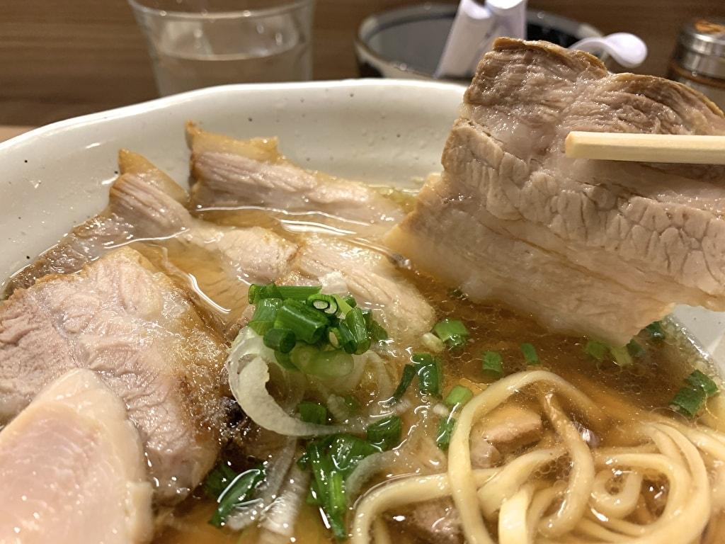 麺処 鶏谷の鰹出汁豚そば豚バラチャーシュー