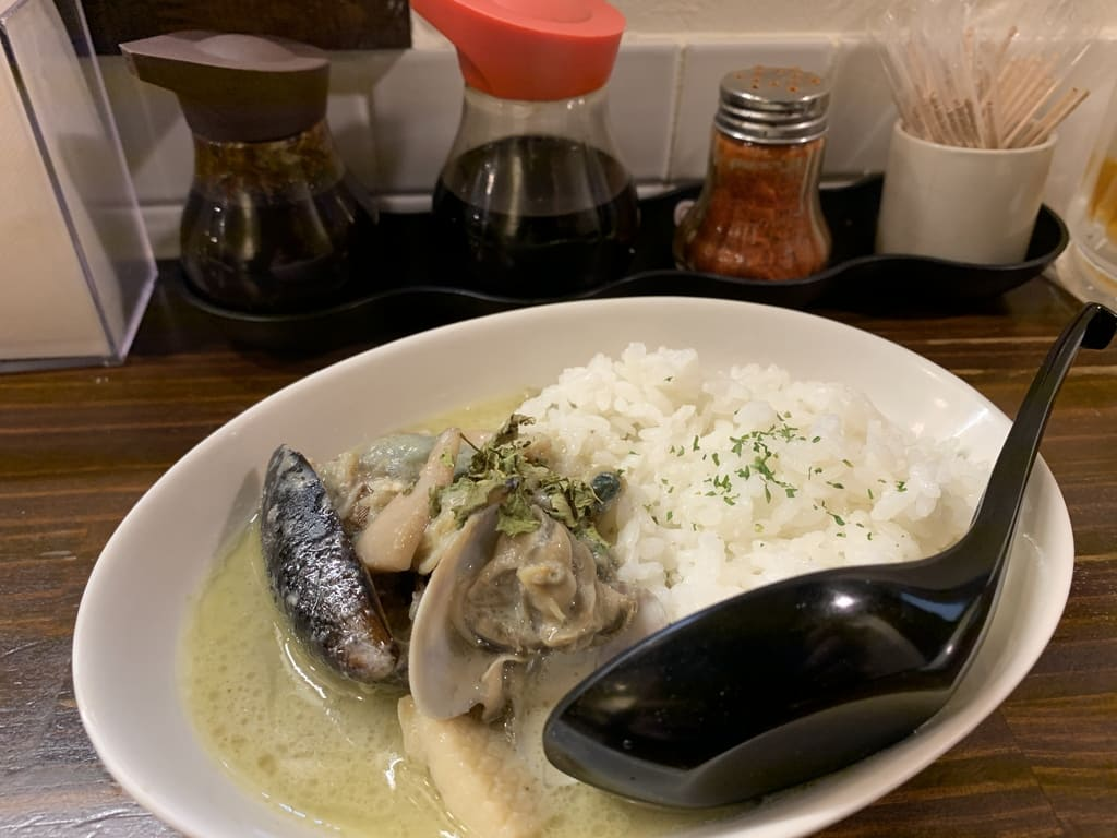 すいば四条河原町店の魚介のタイカレーご飯