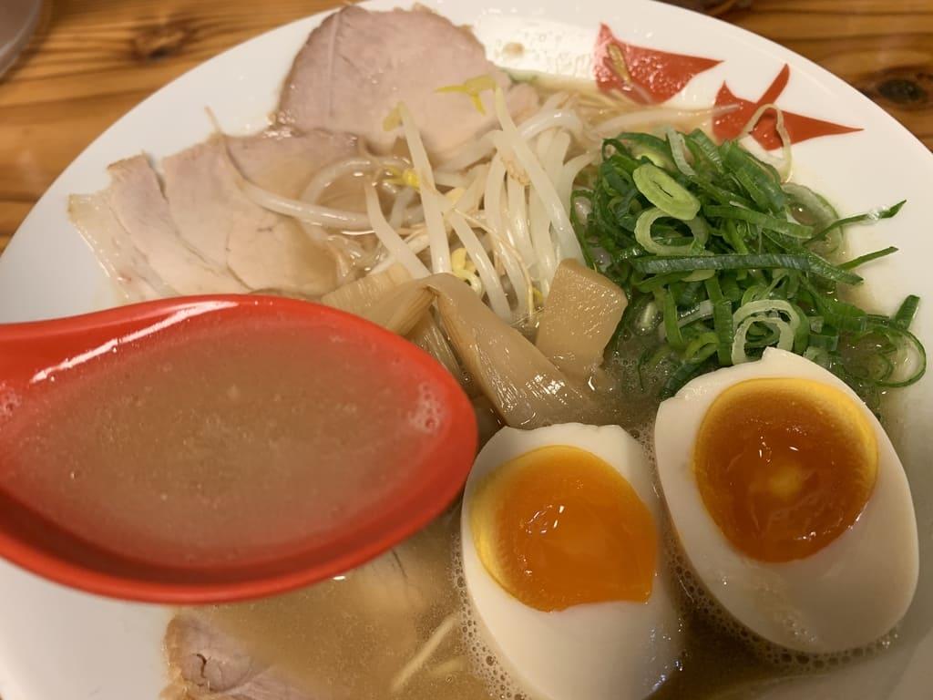 天天有祇園店の鶏白湯ラーメンスープ