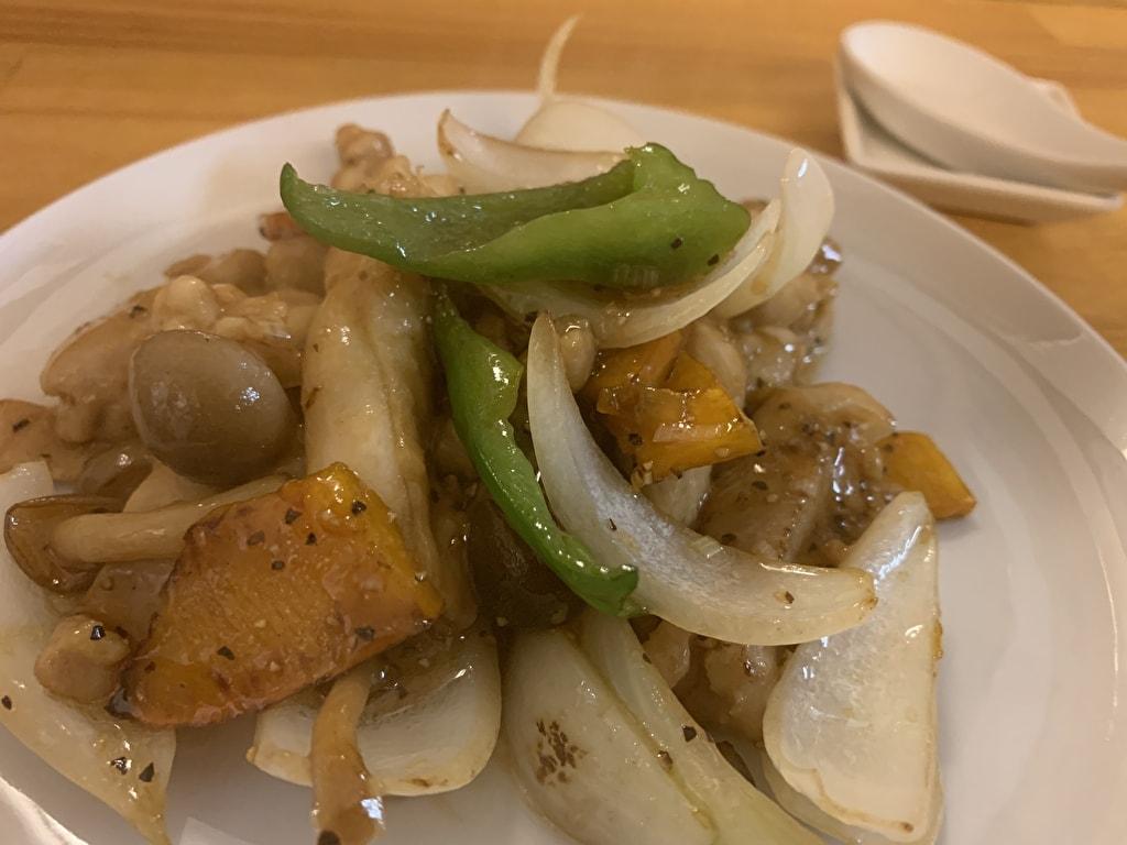 菜格の鶏肉ブラックペッパー炒め