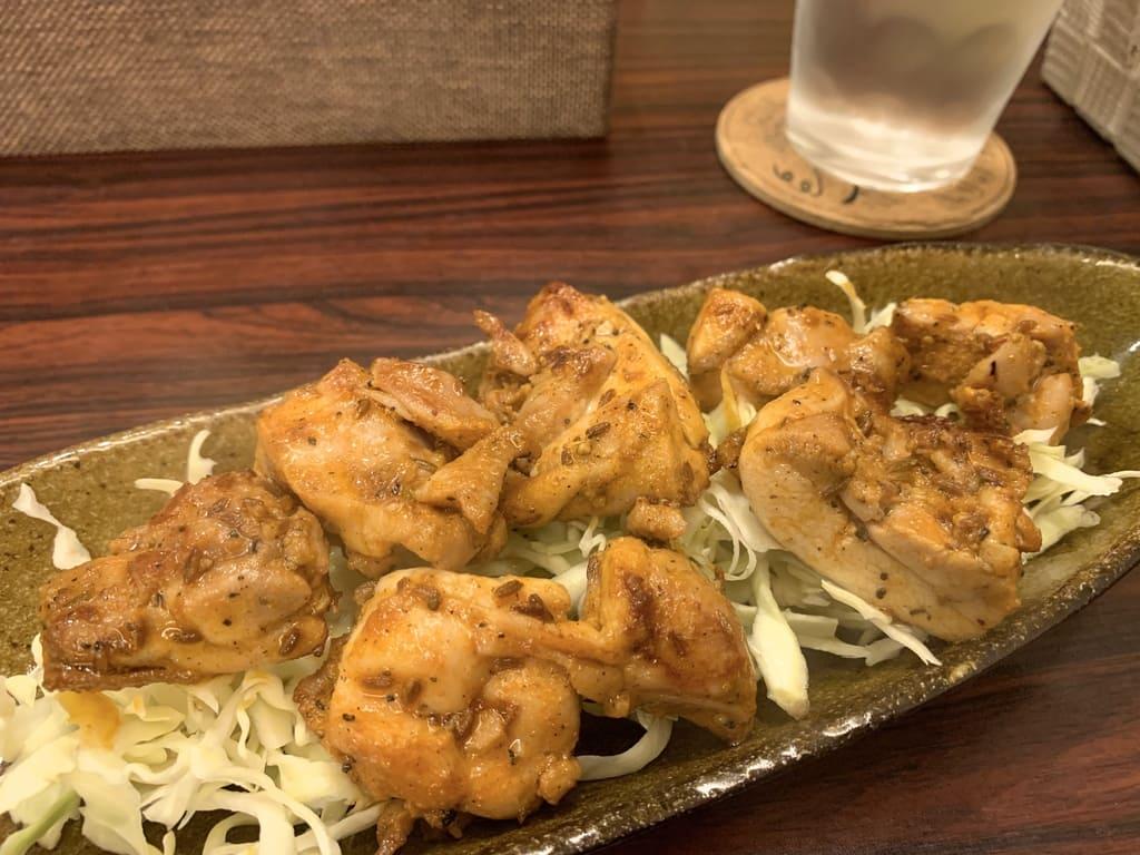 京都先斗町薬膳カレーの特製辛味スパイスで焼くチキンティッカ
