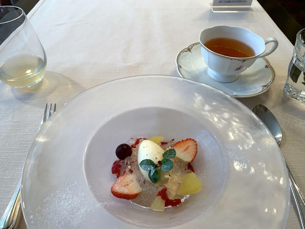 レストラン山崎の奇跡のりんごジュレとリンゴ蜂蜜アイスクリーム+アップルティー