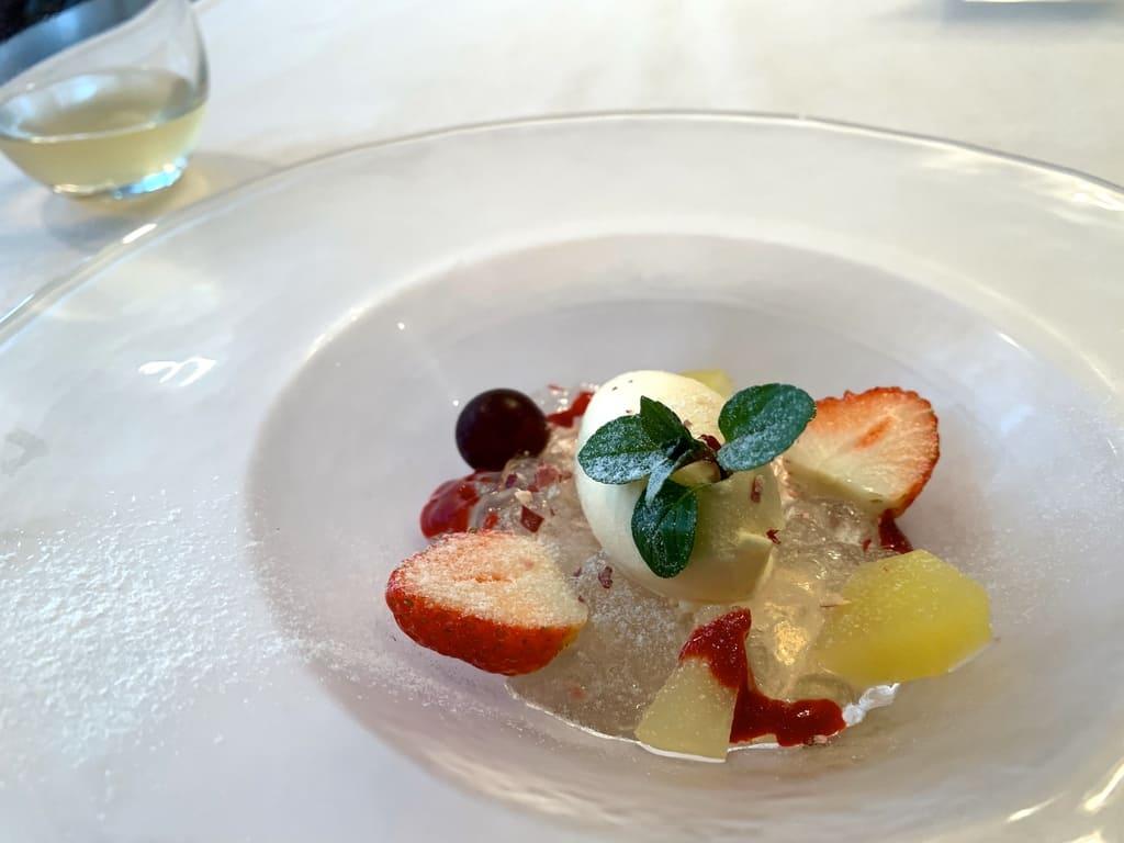 レストラン山崎の奇跡のりんごジュレとリンゴ蜂蜜アイスクリーム近影