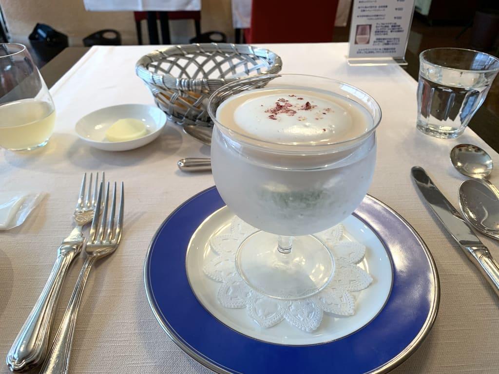 レストラン山崎の木村秋則さんの自然栽培りんごの冷製スープ