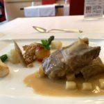 餐廳山崎長谷川天然牧場歲豬肉肩肉,神奇的蘋果汁燉特寫