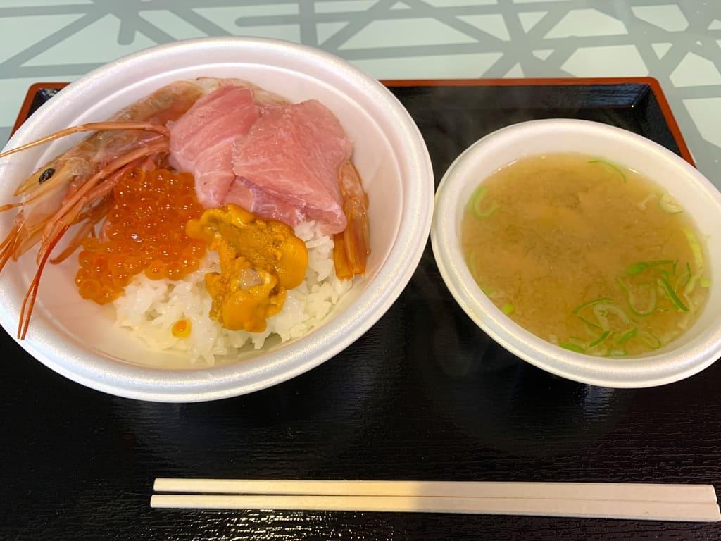 青森魚菜センターのっけ丼完成1日目