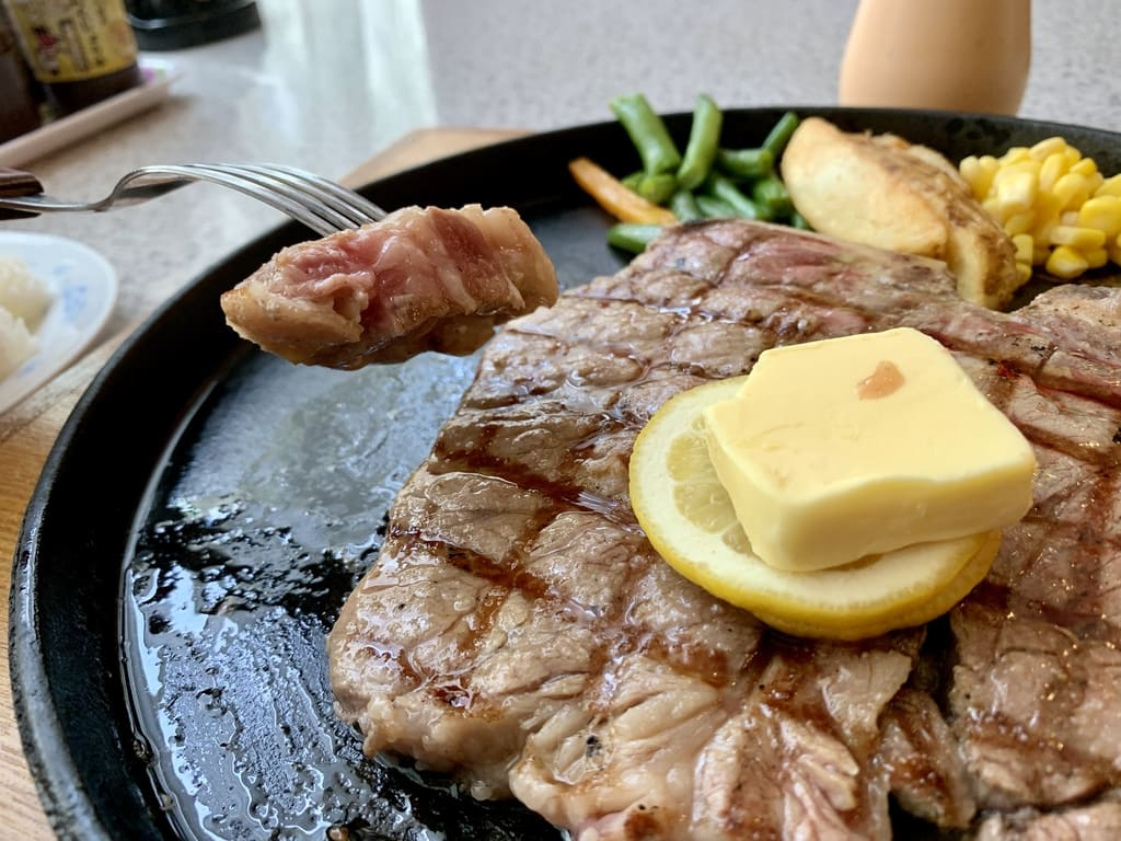 ステーキハウス88辻本店のTボーンステーキサーロイン側実食