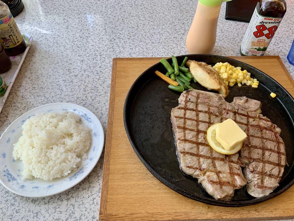 ステーキハウス88辻本店のTボーンステーキ