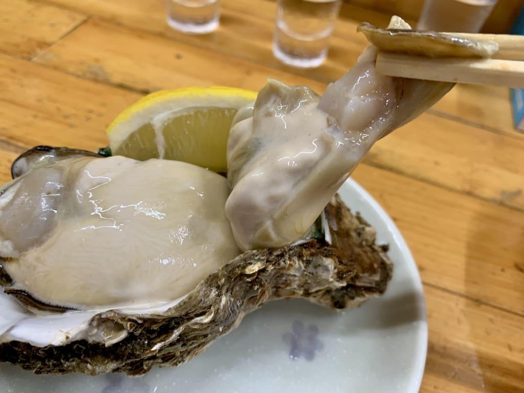 永楽食堂特大岩ガキ実食