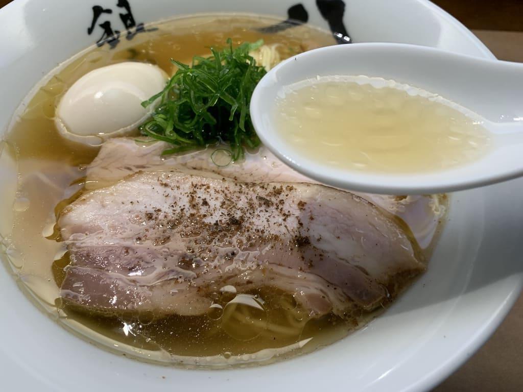 銀座八五の特製中華そばスープ