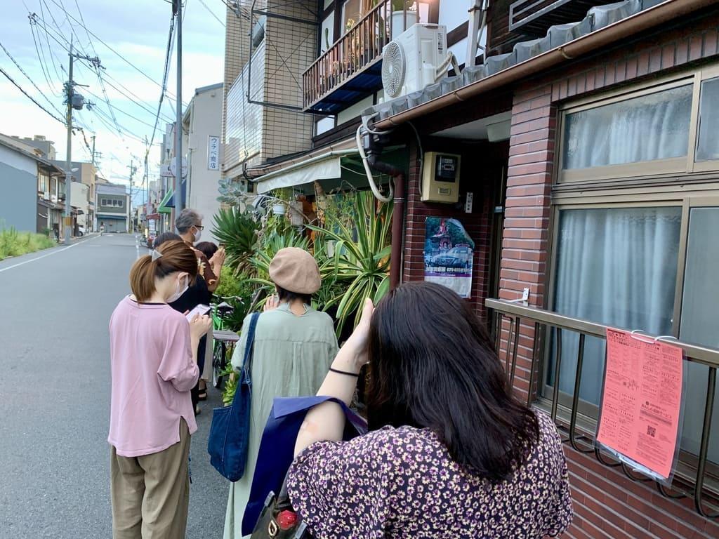 森林食堂開店前の行列