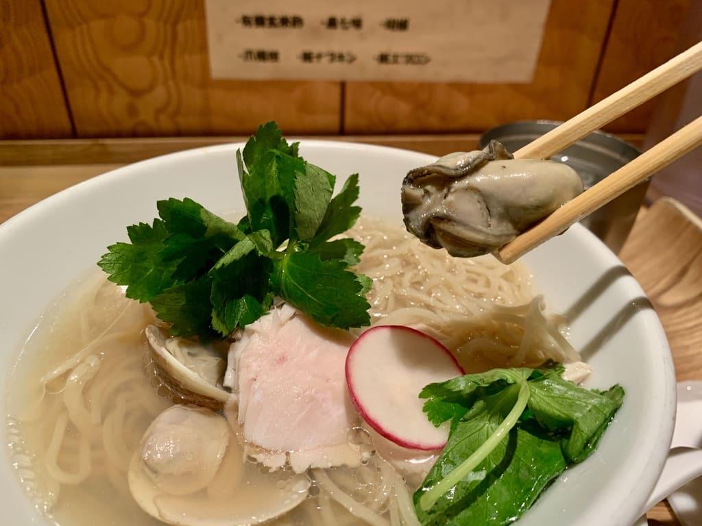 銀座 篝ルクア大阪店の蛤と牡蠣 汐soba牡蠣