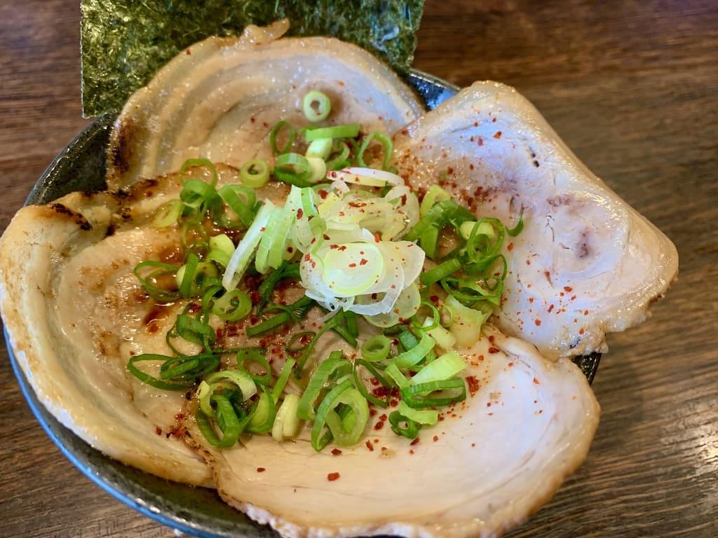 麺や紡のチャーシュー丼