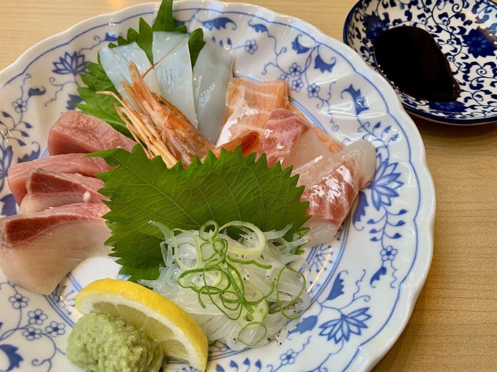 穴場寿司天満店の造り盛り合わせ7種盛り