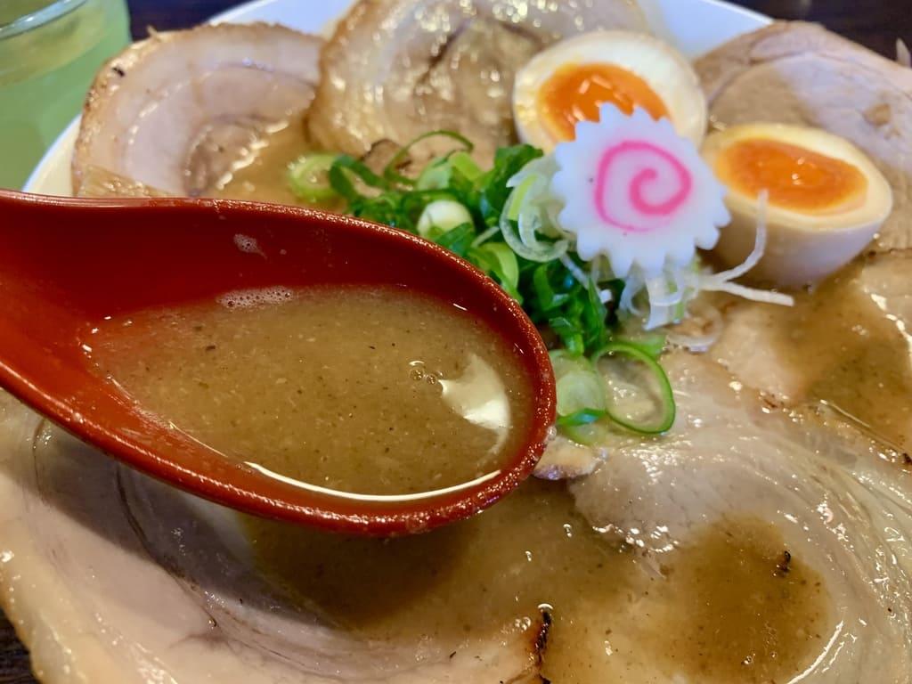 麺や紡の熟成らー麺スープ
