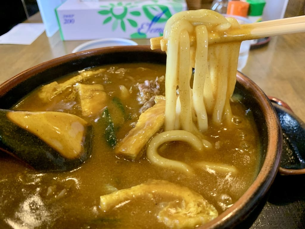 Udon de caril especial refeição real de udon ao nascer do sol