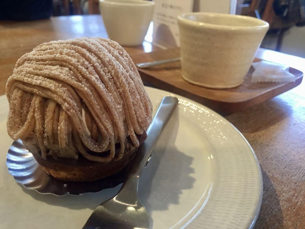 くるみの木のモンブランとコーヒー