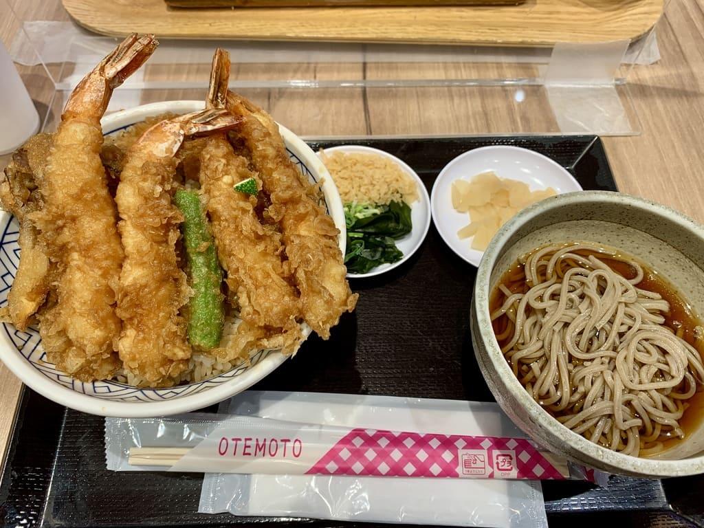 金子半之助EXPOCITY店の海老天丼蕎麦つき