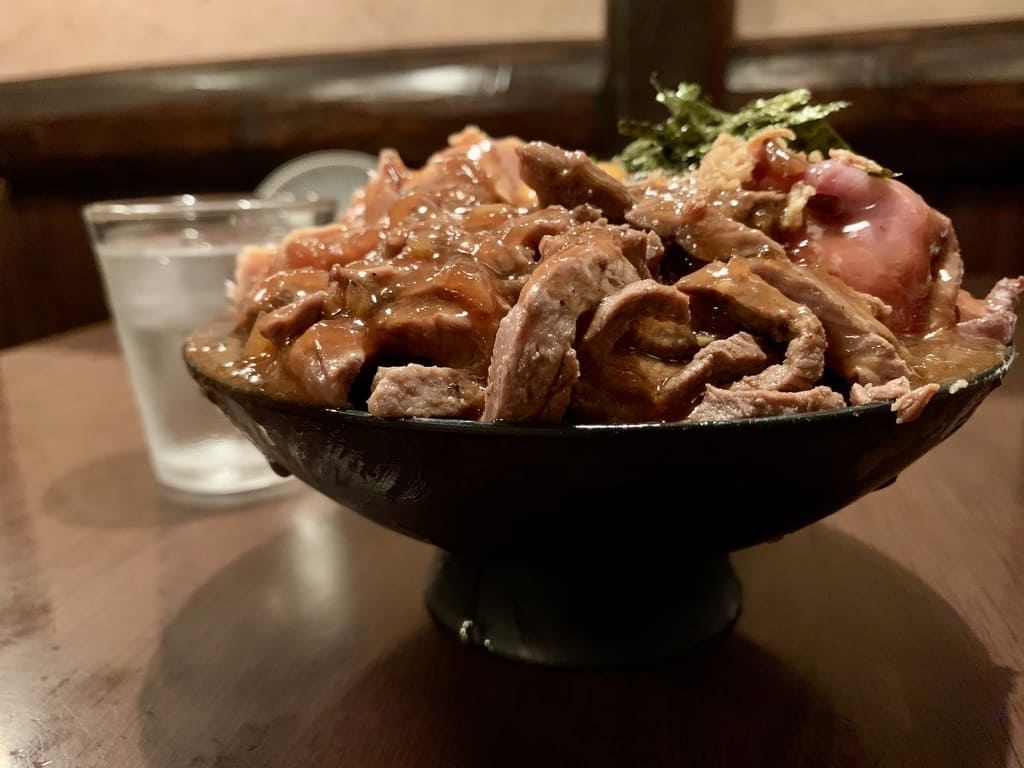 From the side of the 3 kinds of meat bowl at Hidamari-an main store