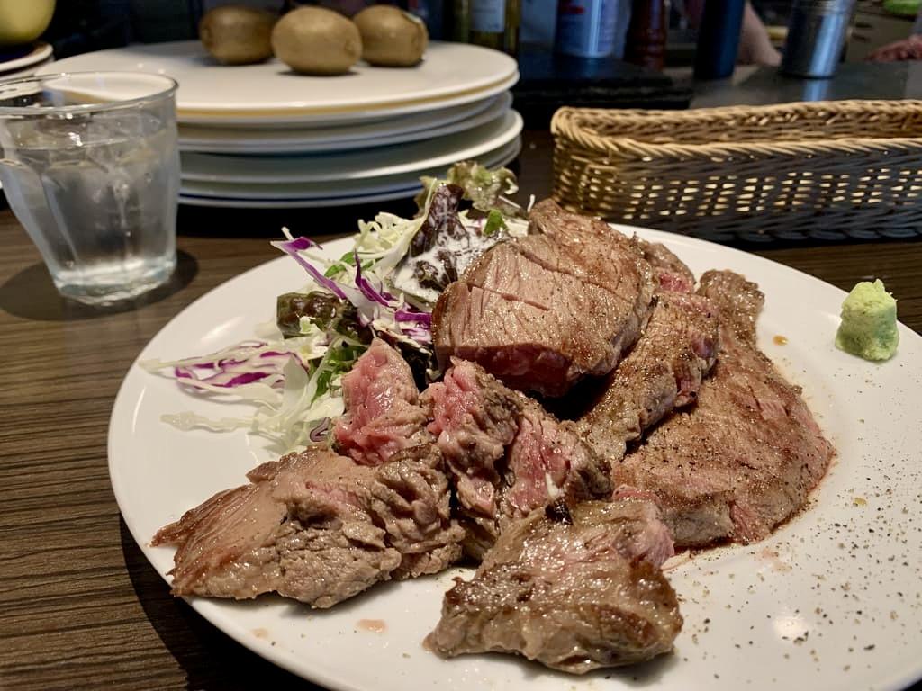 อาหารกลางวัน Quatre Lapin Steak