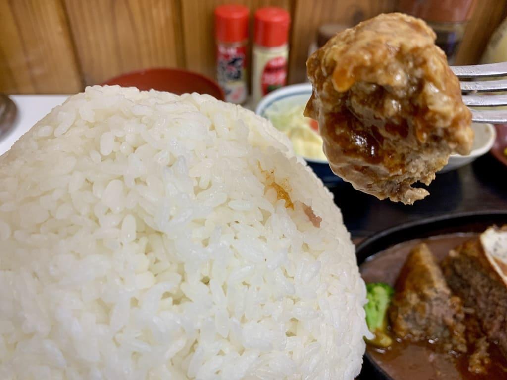 赤丸食堂のメガバーグ定食実食