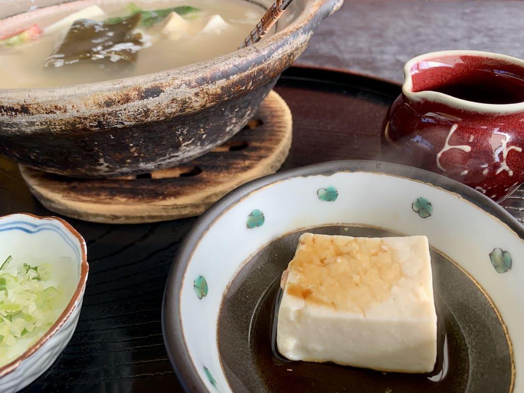 La vraie nourriture Yudofu de Toyouke Chaya