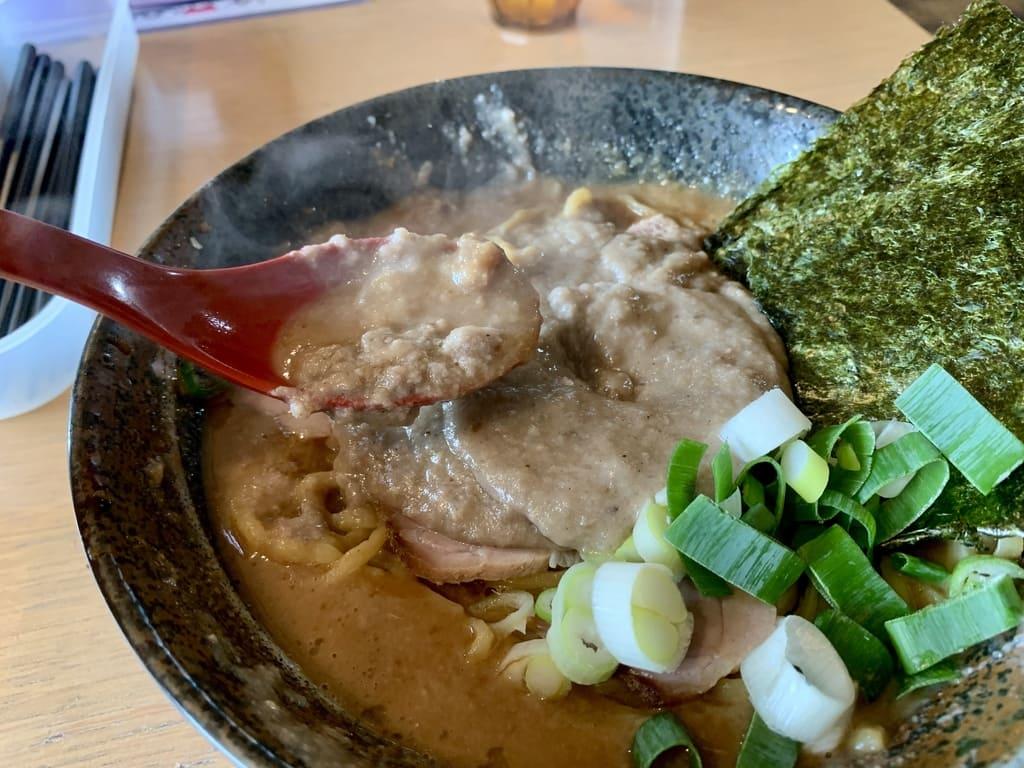 大岩亭の大岩ラーメン特鳥スープ