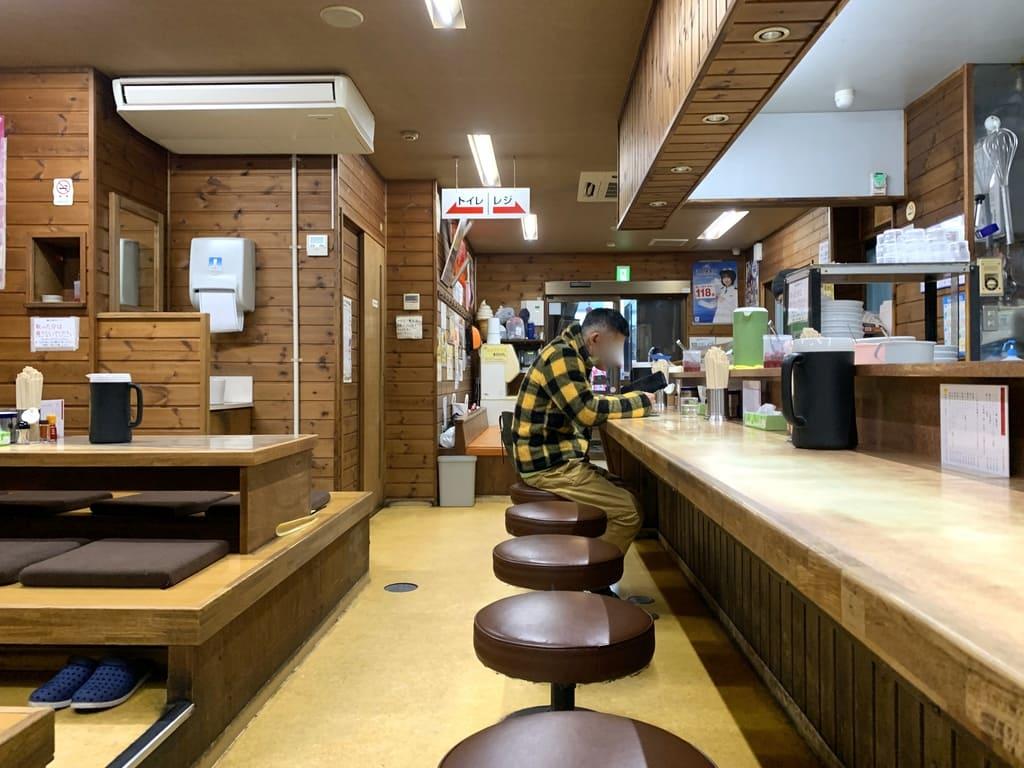 味の札幌大西店内