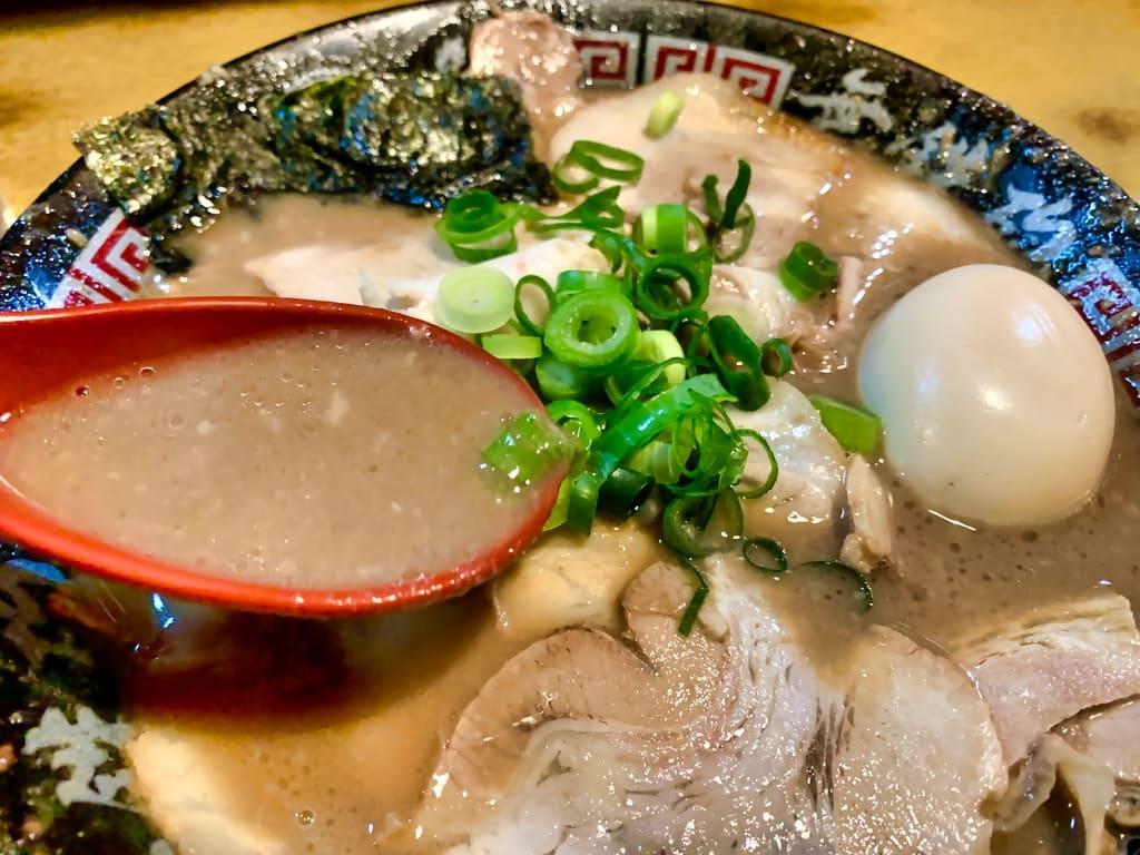 無鉄砲大阪本店のWスープラーメンスープ