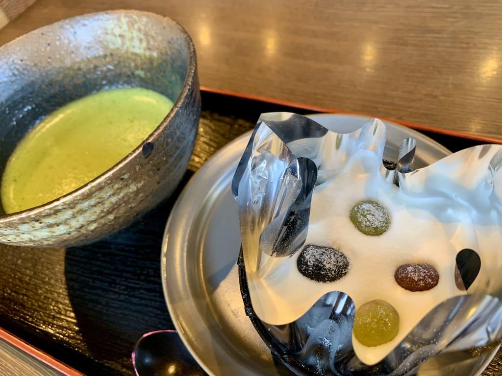 一乗寺中谷の抹茶とティラミス斜めから