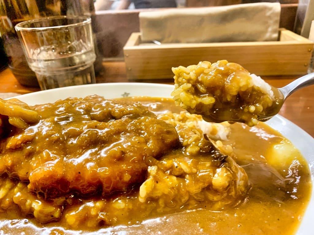 Côtelette de porc au curry Hakugintei Repas réel