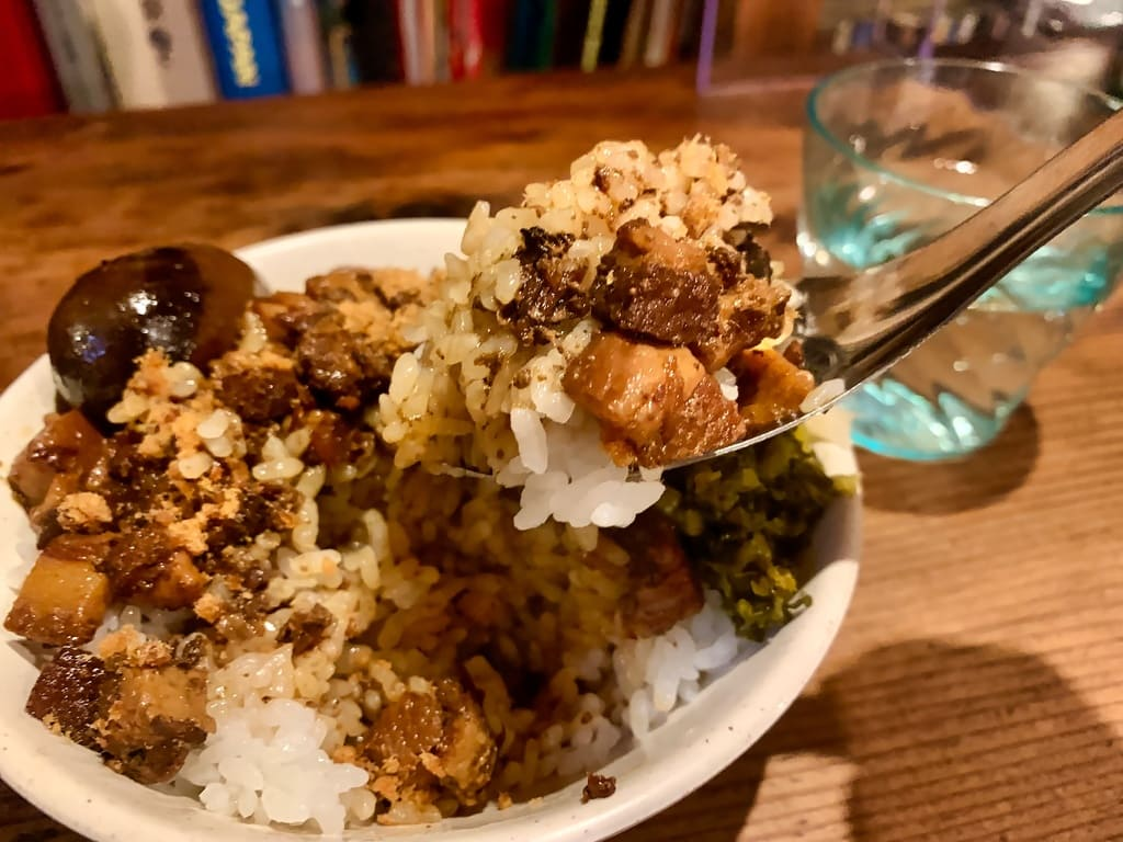 Hidangan nasi babi cincang