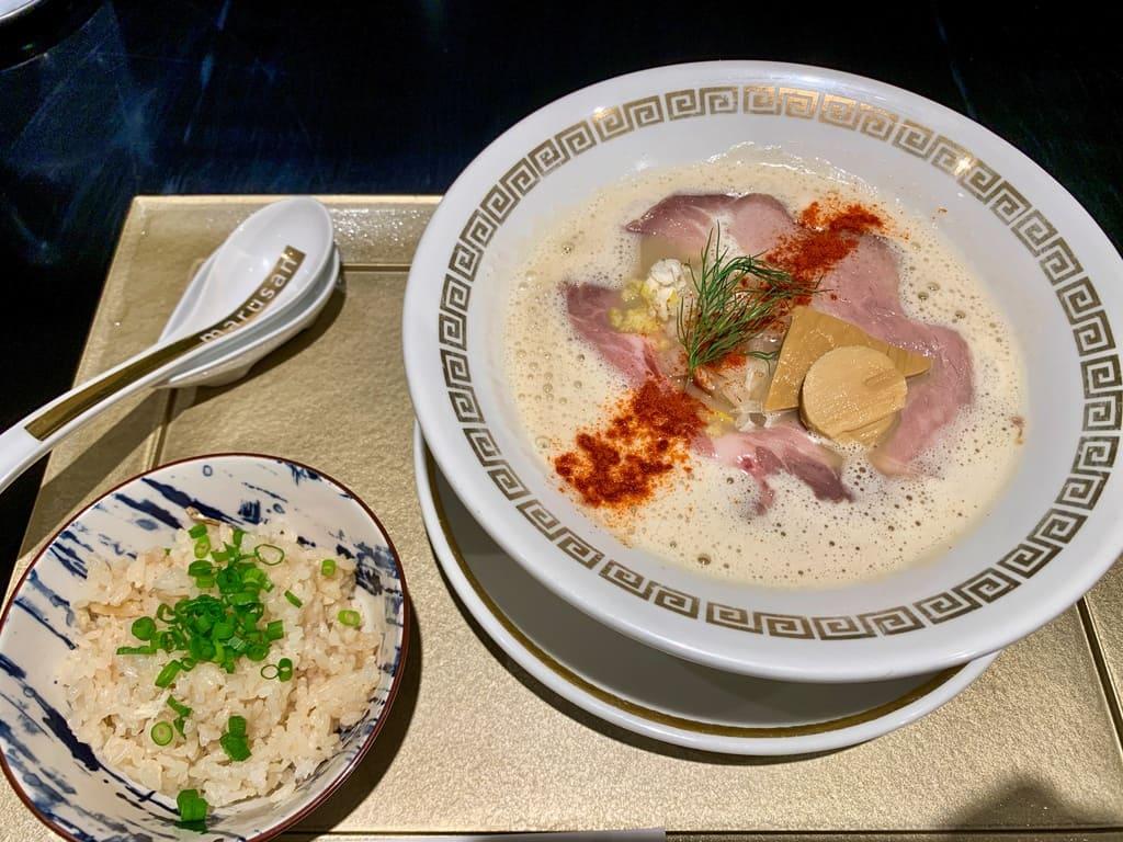 Es como la dorada de Sankaku con agua caliente y arroz de dorada.