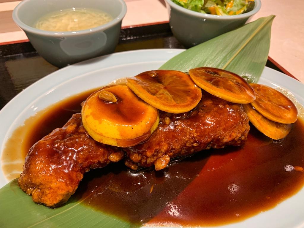 大衆中華食堂若林の名物酢豚