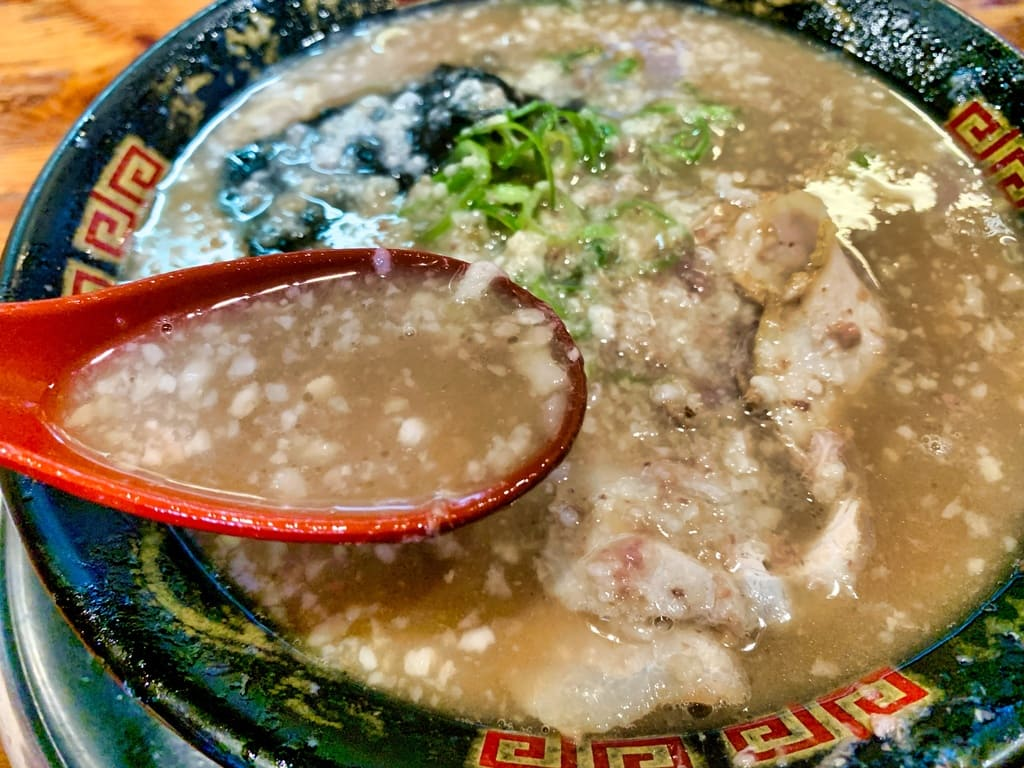 Tonkotsu ramen sup kaya dari kedai utama Muteppou