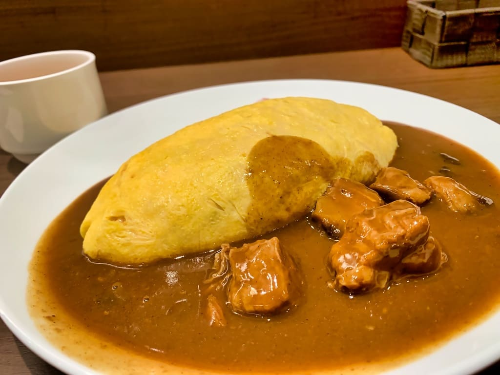 Rindfleisch-Curry-Omelett-Reis bei Arctic Star Kyoto Porta